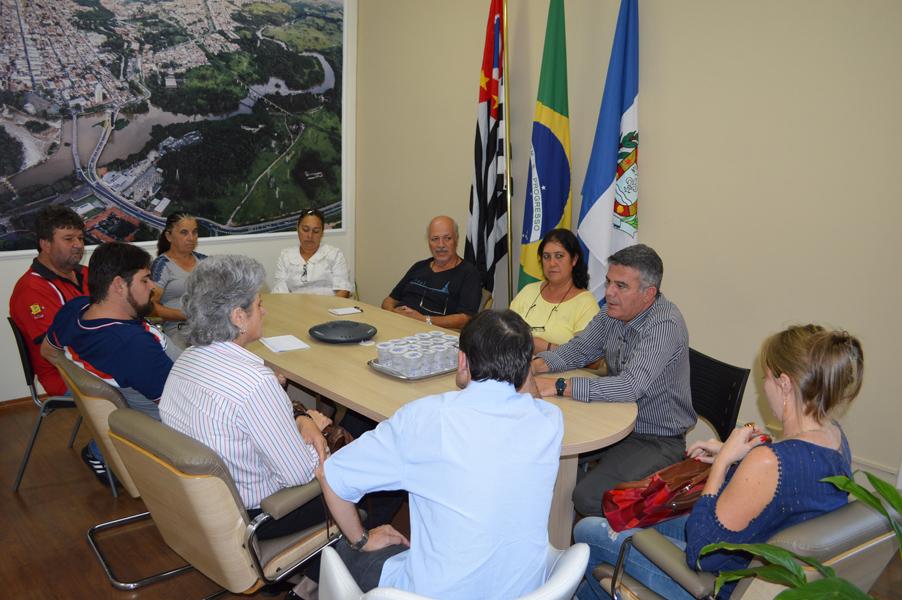 Secretário se reúne com feirantes e atende pedidos de melhorias